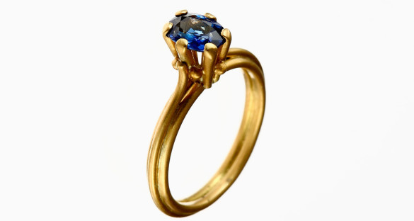 Stefano Zanini ring made of gold and sapphire
